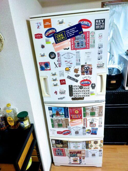 500円玉貯金で買い換える古い冷蔵庫の写真