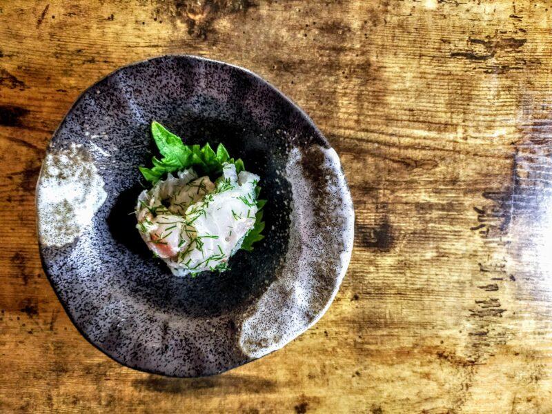 シンプルな料理 ディルがきいた鯛のカルパッチョ