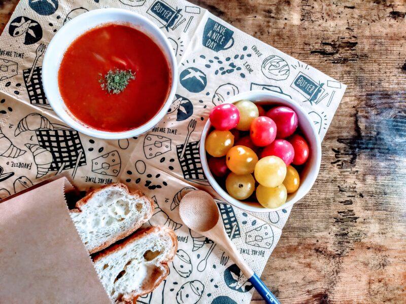 トマトスープの朝食