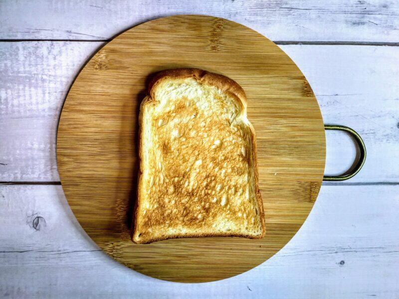 トーストした山型パン